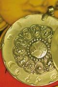 medaillon astrologique en bronze pendentif broche